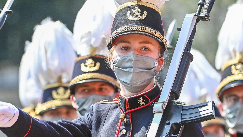 La princesa Elisabeth de Bélgica, durante el desfile militar. (Reuters)