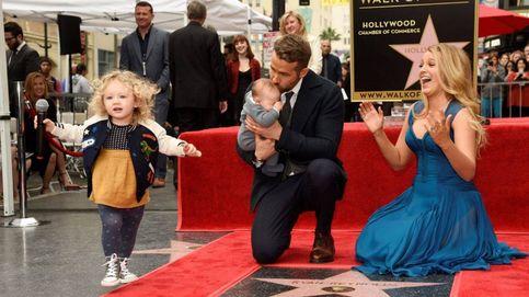 Ryan Reynolds y Blake Lively posan por primera vez con sus dos hijas en el Paseo de la Fama