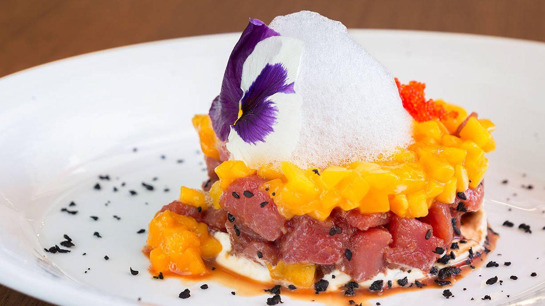 El vistoso tartar de atún que se sirve en el restaurante El Pelícano