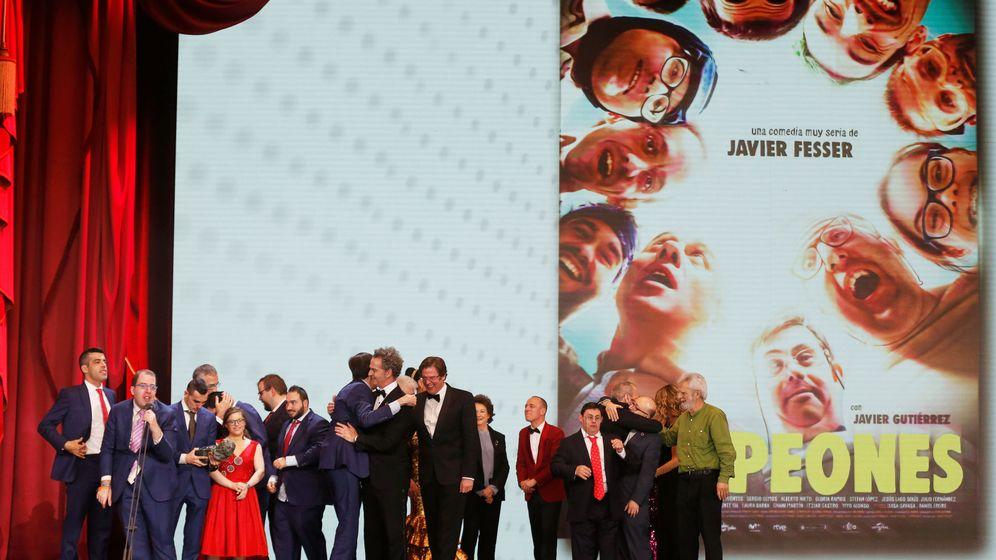 Foto: El equipo de 'Campeones' que ha ganado el Goya a 'Mejor Película'. (Reuters)