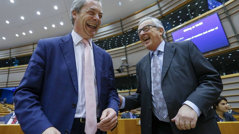 Foto: Nigel Farage y Jean Claude Juncker en el Parlamento Europeo. (Reuters)