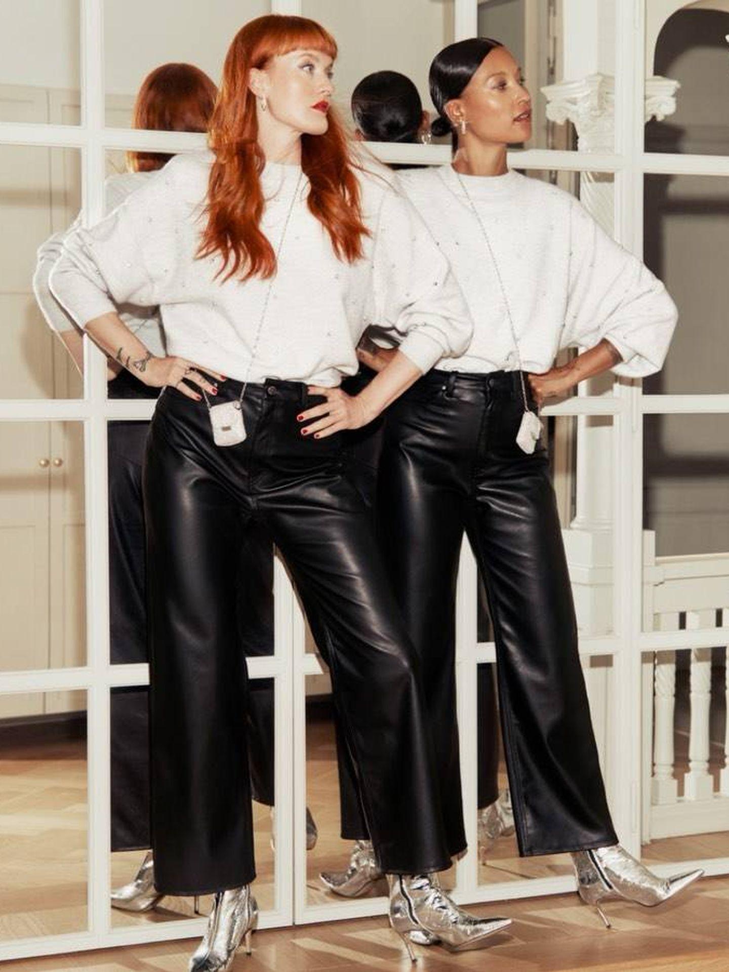 El dúo musical sueco Icona Pop con los botines. (Instagram @hm)