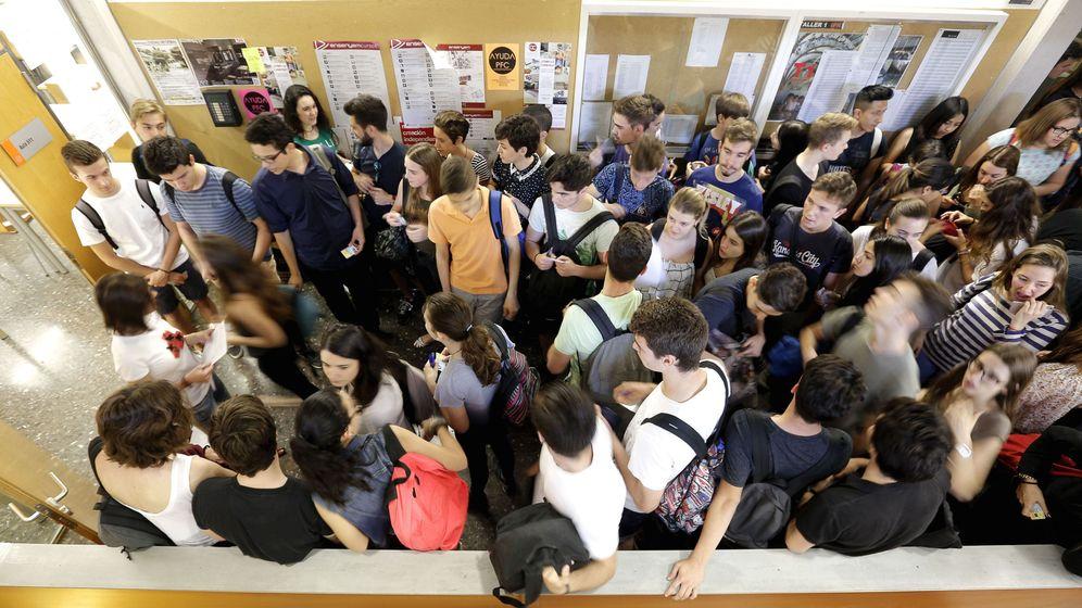 Foto: Pruebas de acceso en la Universidad de Valencia. (EFE/Manuel Bruque)