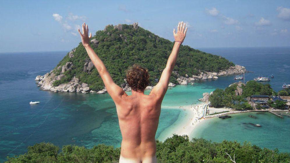 Foto: Cientos de turistas cuelgan sus fotos de nudismo como 'naked at monuments' (Facebook)