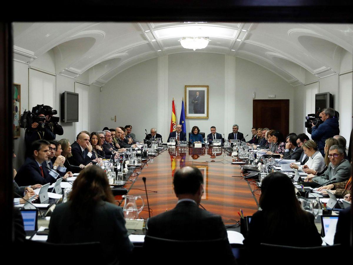Foto: Carmen Calvo preside la reunión de la Comisión General de Secretarios de Estado y Subsecretarios, la primera de este Gobierno, este 20 de enero. (EFE)