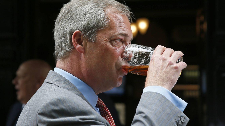 Foto: Nigel Farage, uno de los políticos que más veces ha sido fotografiado bebiendo. (Reuters)