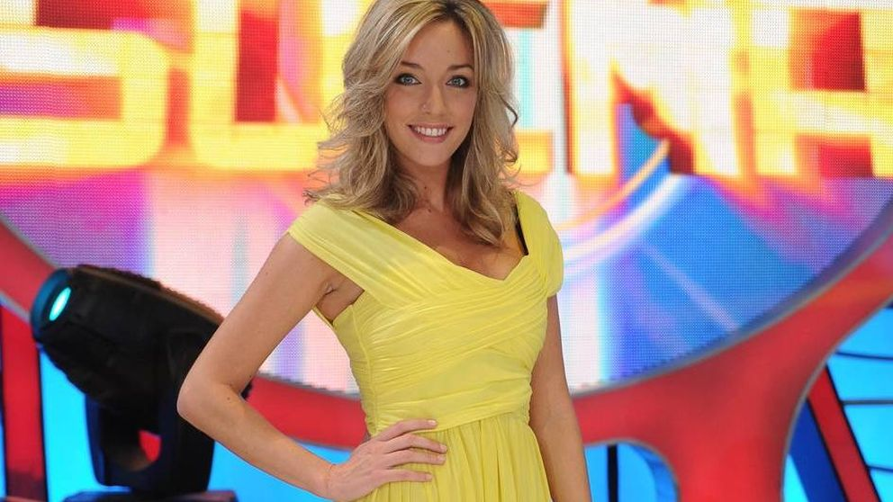 Anna Simon cumple 36 años y analizamos sus looks en televisión