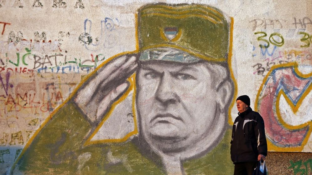 Foto: Mural en apoyo de Ratko Mladic en un suburbio de Belgrado, en diciembre de 2016. (EFE)