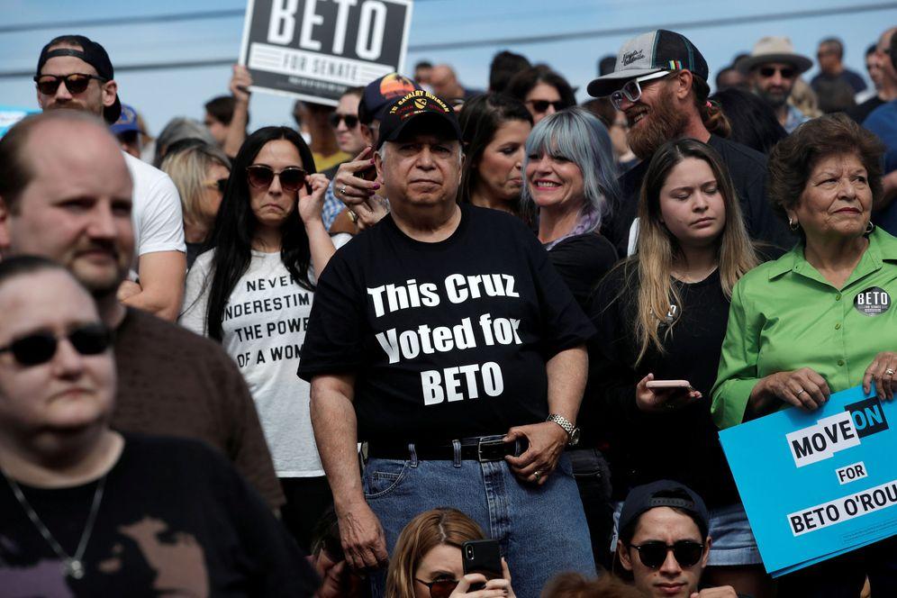 Foto: Seguidores de Beto O'Rourke, candidato demócrata por Texas, durante un mitin electoral en Austin, Texas. (Reuters)