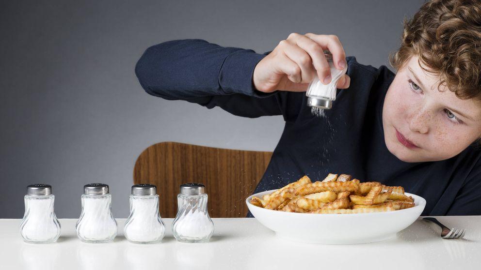 Por qué no debes usar la sal que te ponen en los restaurantes