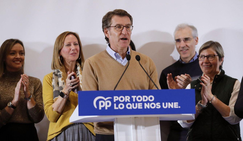 El presidente del Partido Popular de Galicia, Alberto Núñez Feijóo, valorando los resultados electorales. (EFE)
