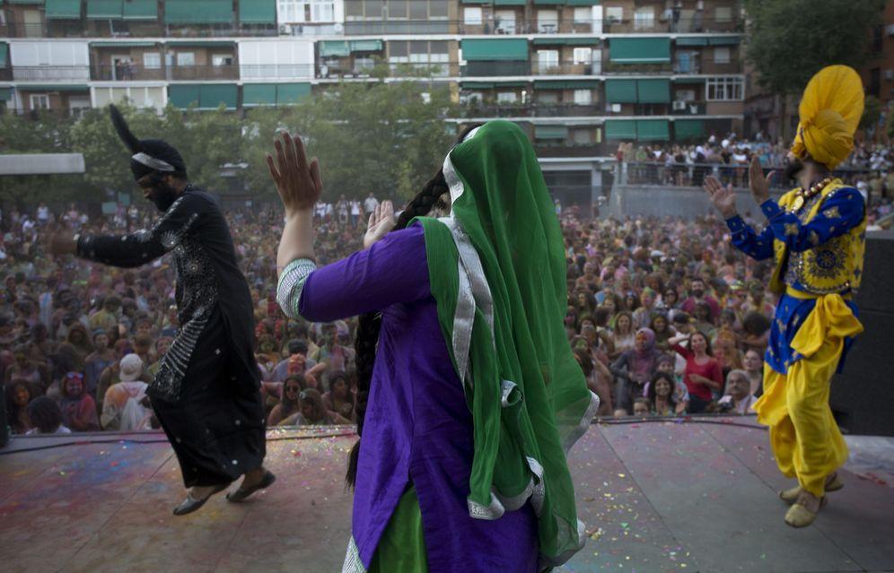 Foto: Celebración de una fiesta hindú en el barrio de Lavapiés. (J.L.Cuesta/Cordón Press)