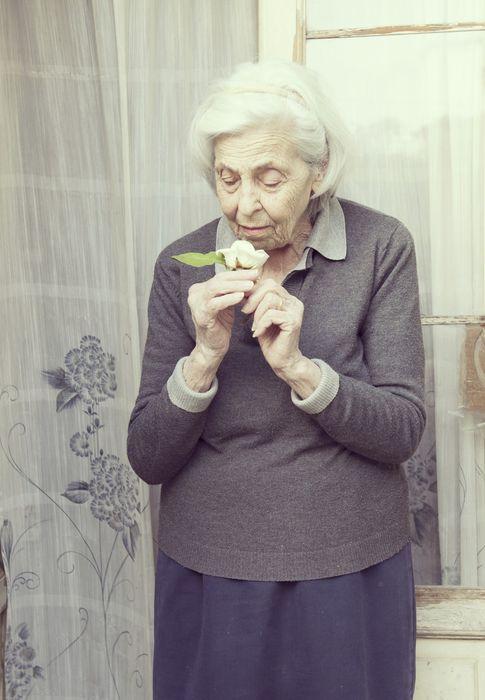 Foto: Existen cinco olores que si dejan de percibirse pueden conducir a la muerte en menos de cinco años (iStock)