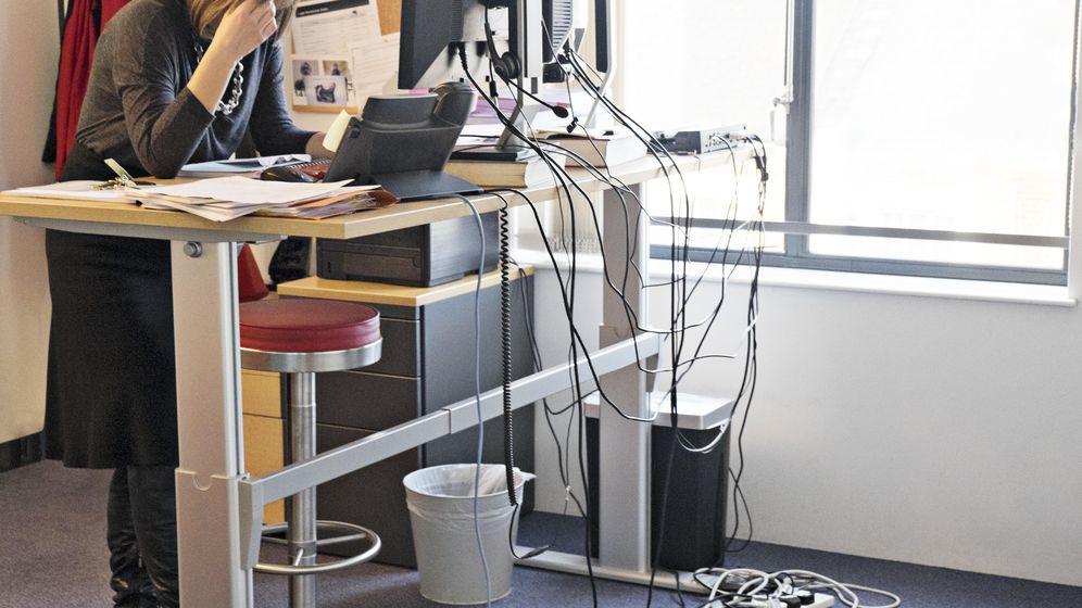 Foto: Los escritorios en los que se puede trabajar de pie son todavía difíciles de ver. (Corbis)