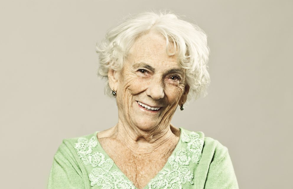 Foto: Las mujeres viven más que los hombres por diversas razones. (iStock)