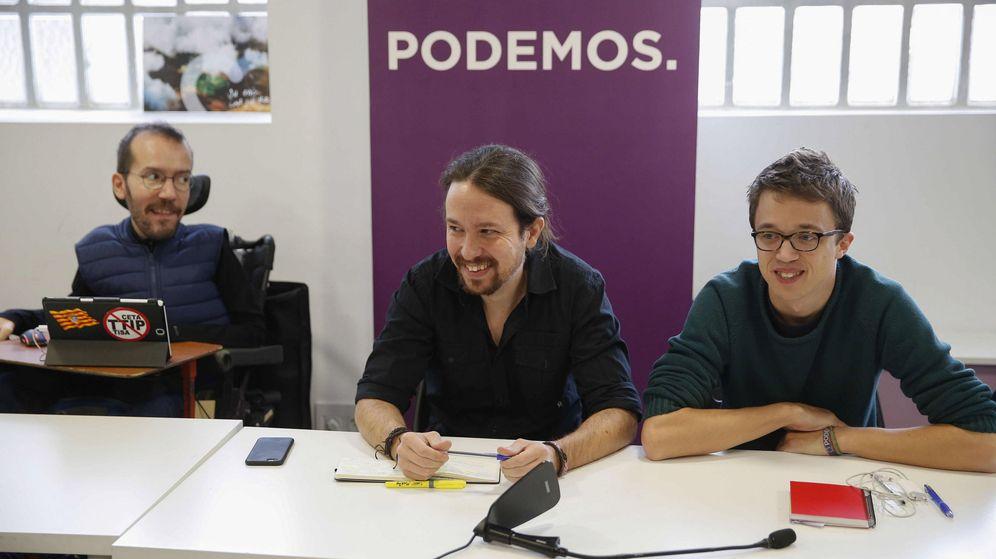 Foto: El secretario general de Podemos, Pablo Iglesias (c), el número dos, Íñigo Errejón (d), y el secretario de Organización, Pablo Echenique, durante la última reunión del consejo ciudadano