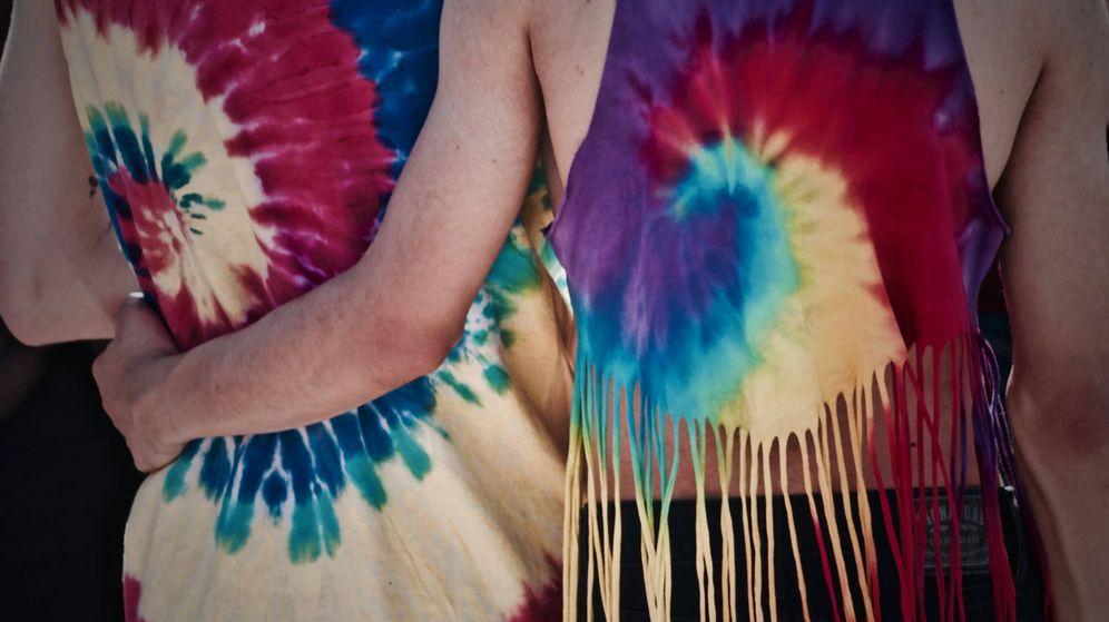 Foto: La camiseta con estampado tie-dye es una de esas compras imprescindibles. (Unsplash)