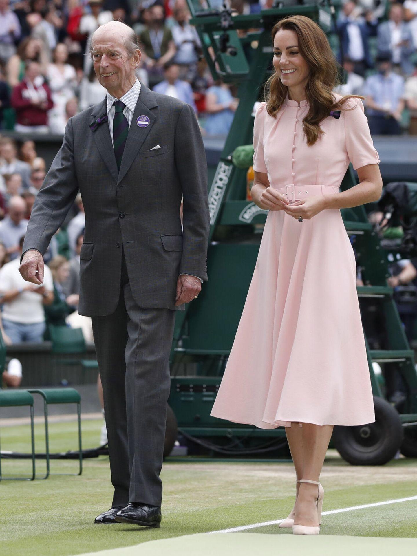 Kate Middleton, junto al duque de Kent. (EFE)