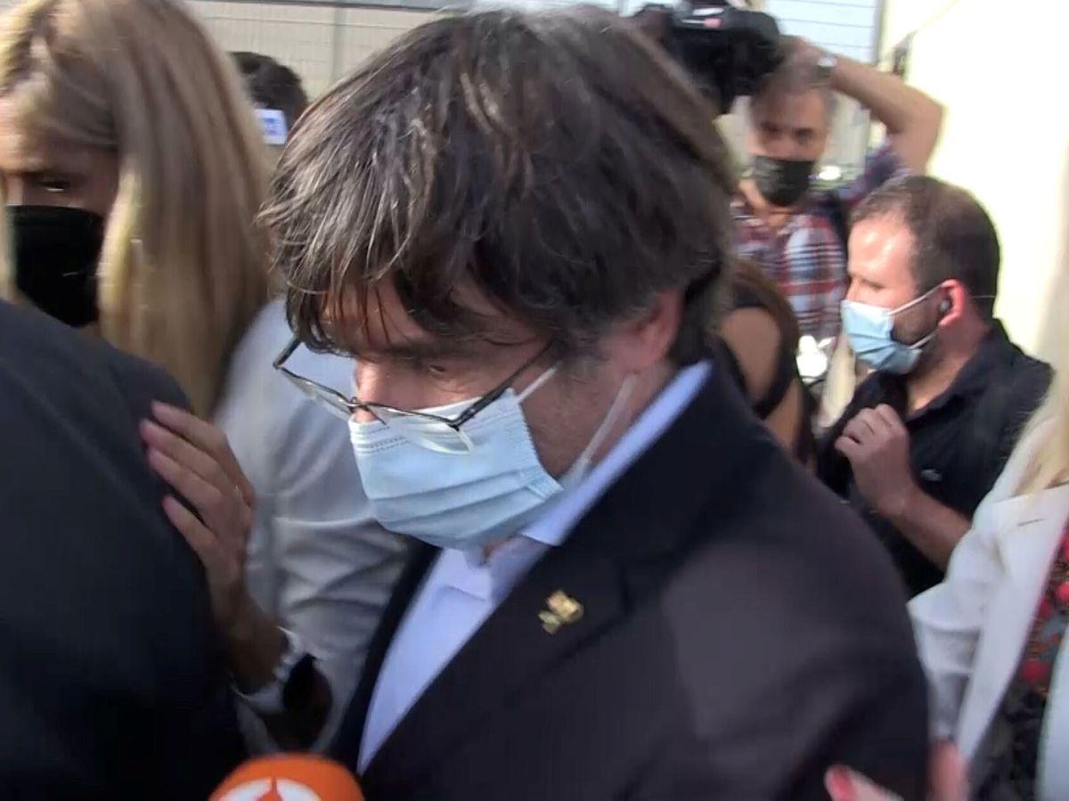 Foto: El 'expresident' Carles Puigdemont a la salida de la cárcel en Cerdeña. (Reuters)