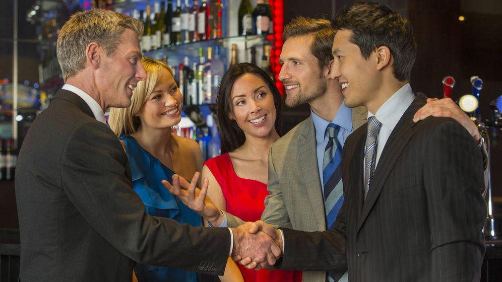 Foto: Primero, 'networking' en el bar; después, el mundo. (iStock)