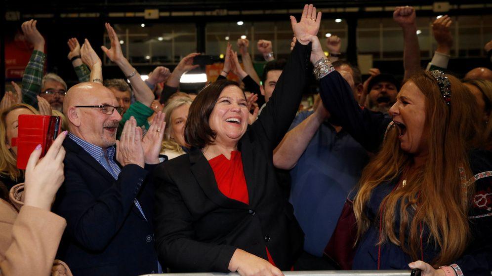 Foto: Mary Lou McDonald, líder del Sinn Fein, reacciona tras conocer los primeros resultados. (Reuters)