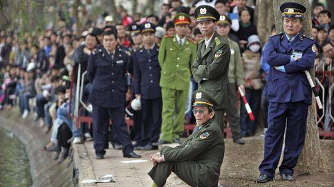 Prohíben a los funcionarios de Vietnam hacer la pelota a sus superiores
