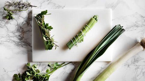 Truco: cómo hacer un atadillo de hierbas con puerro para tus guisos favoritos
