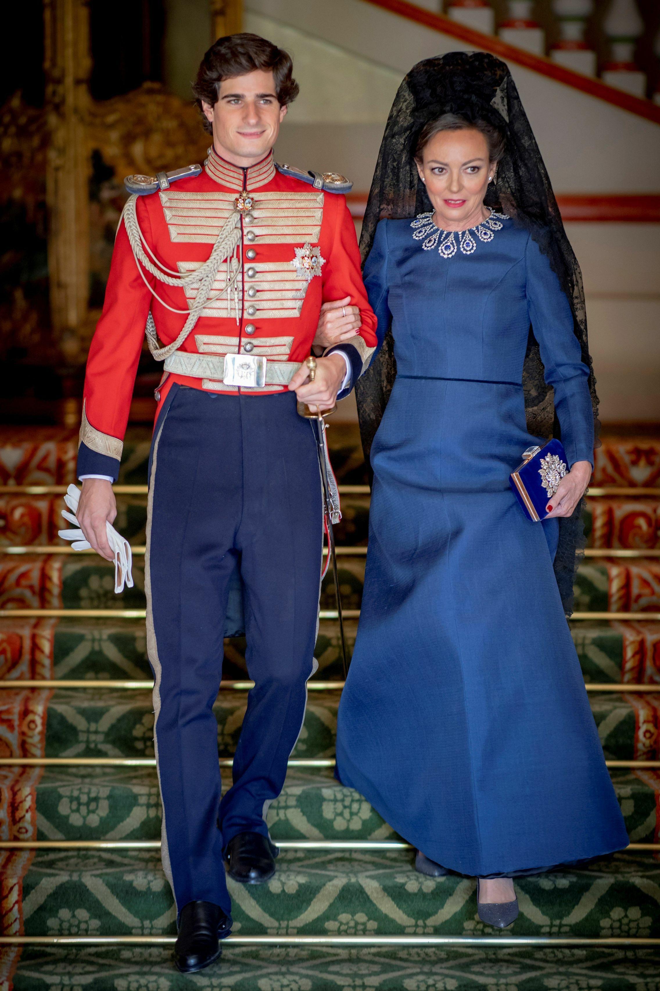 Fernando Fitz-James y su madre, Matilde Solís, espectacular de Lorenzo Caprile. (EFE)