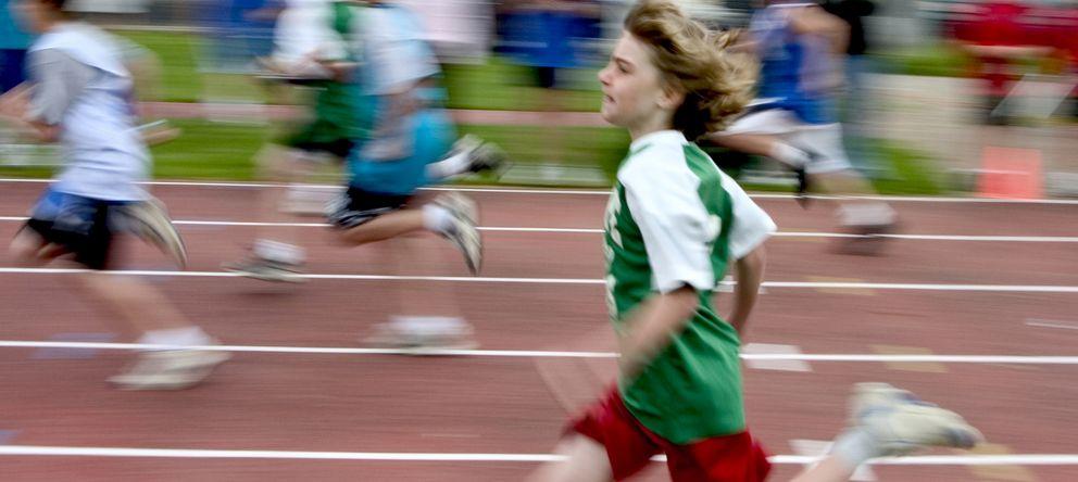 Foto: La OMS recomienda que, como mínimo, los menores realicen una hora semanal de ejercicio físico. (iStock)