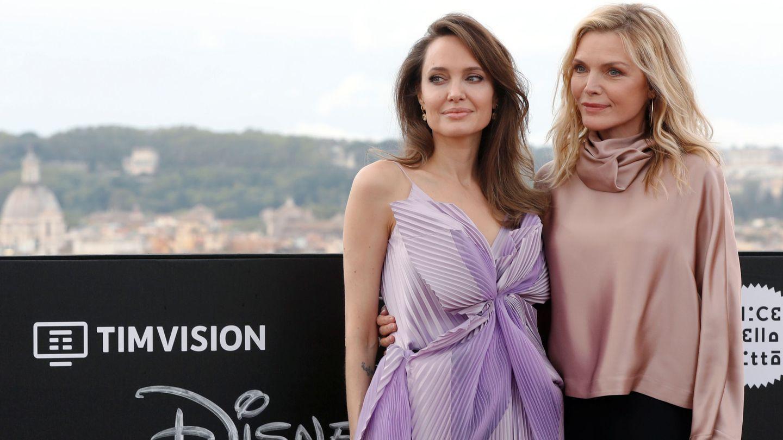 Angelina con Michelle Pfeiffer en una imagen de archivo. (Reuters)