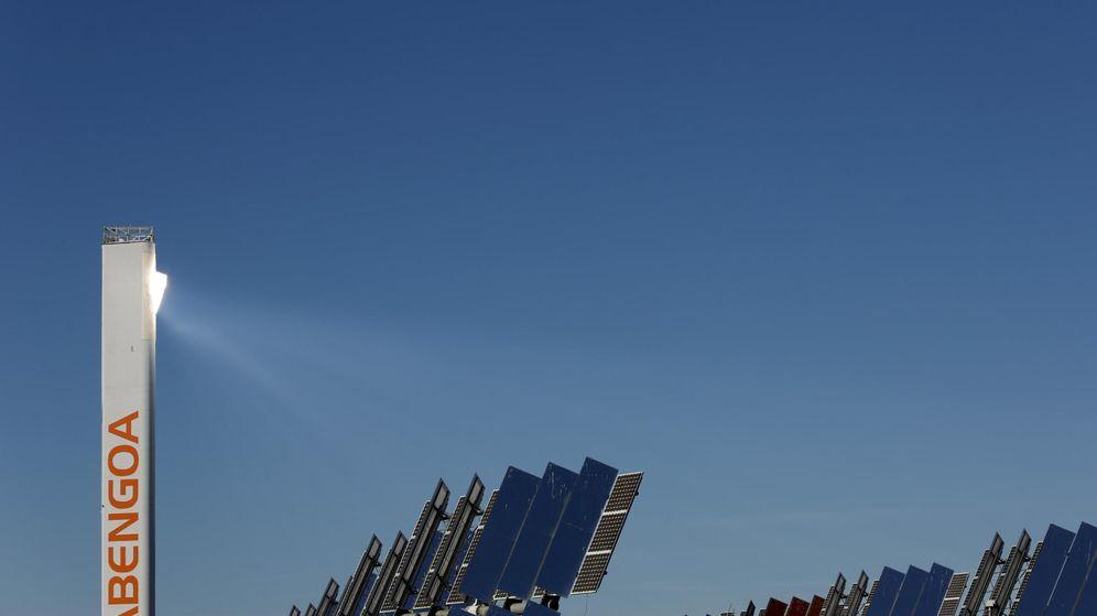 Foto: Torre de la planta solar de Abengoa en Sanlúcar la Mayor. (Reuters)