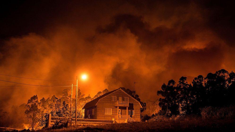 Foto: Incendios forestales en Galicia (EFE)