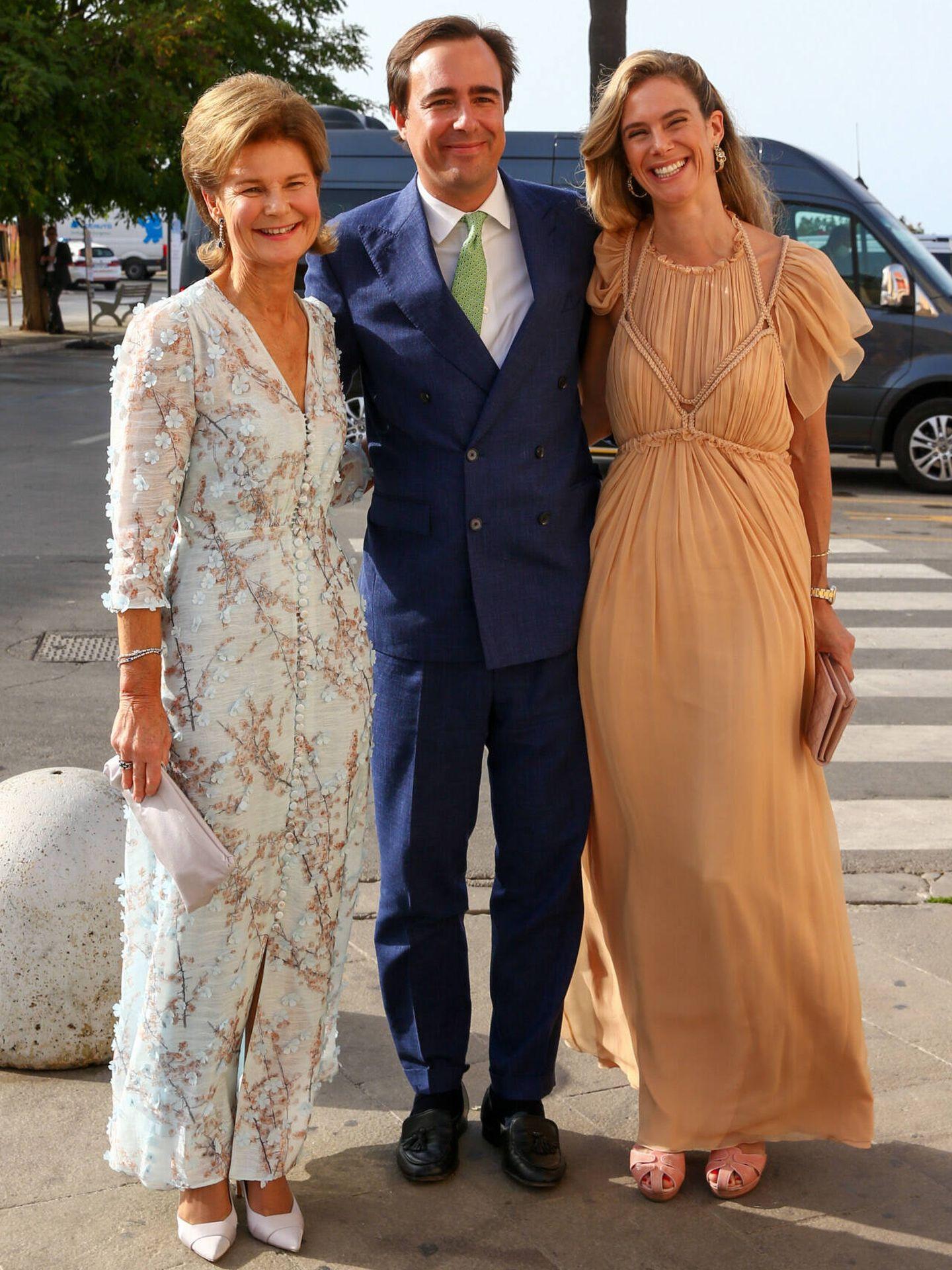 Margarita de Luxemburgo, su hija Anunciata de Liechtenstein y su marido, Emanuele Musini. (Gtres)