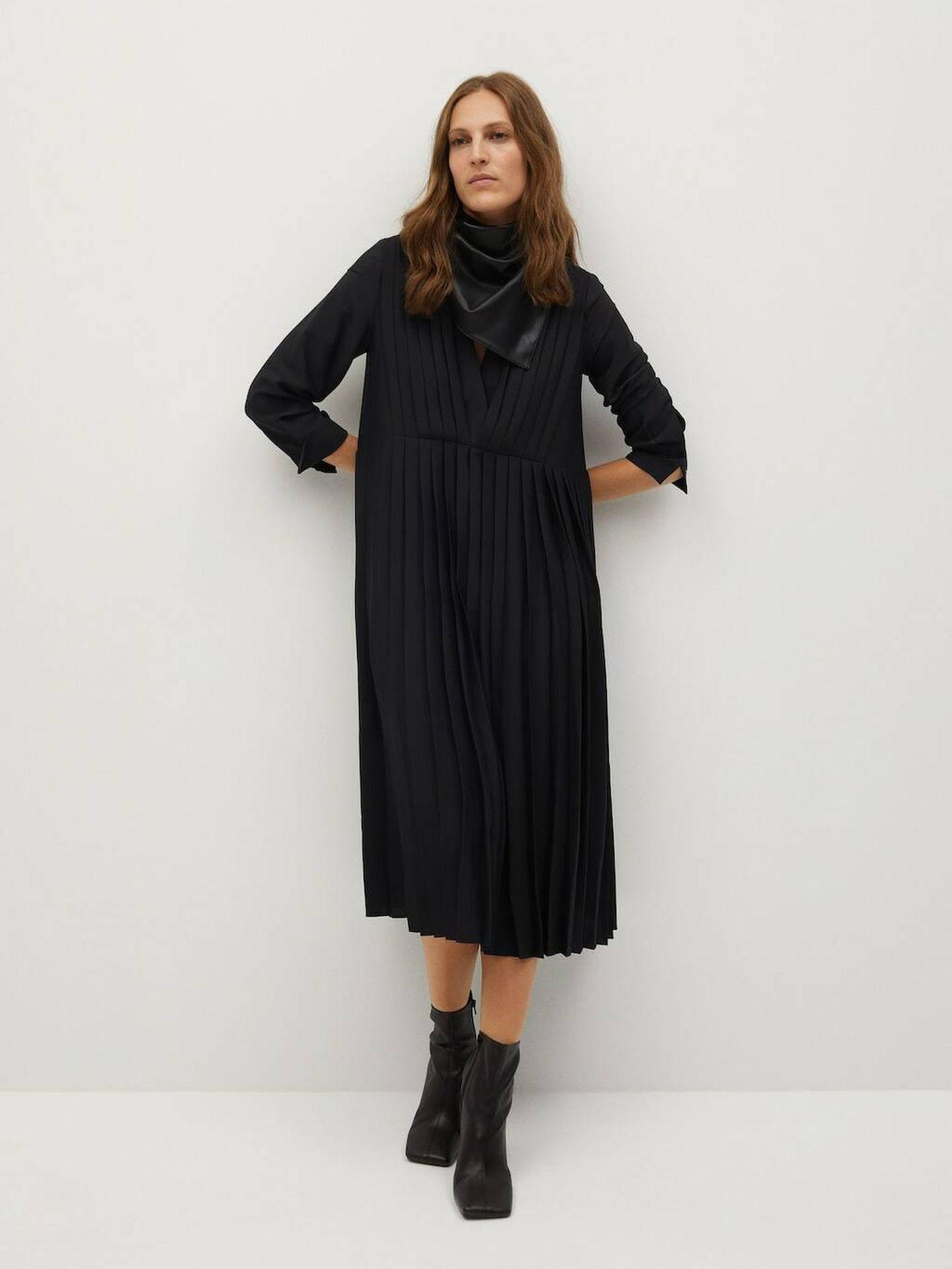 El vestido de Mango Outlet de color negro. (Cortesía)