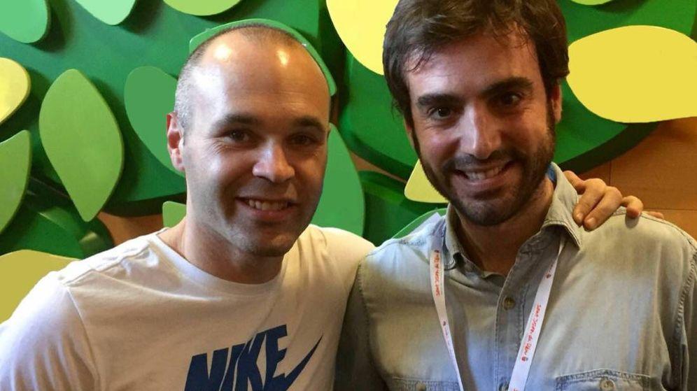 Foto: Iniesta con su amigo Cepi. (Twitter: AndresIniesta8)