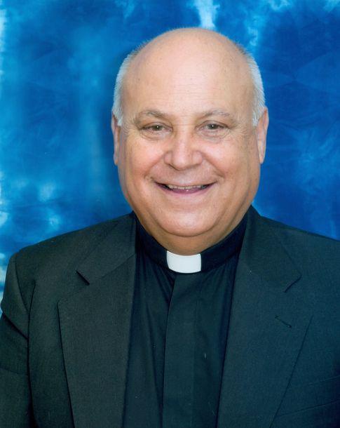 La trepidante vida del cura don silverio el confesor for Escuchas del ministro del interior