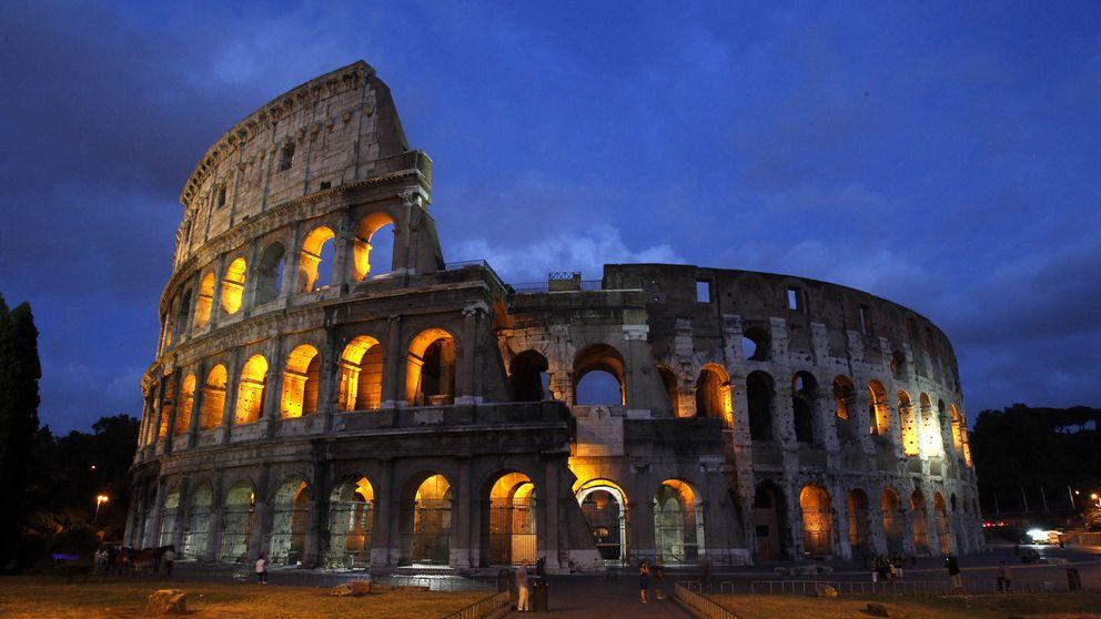 El dolor de la arqueóloga: Es difícil admirar el Coliseo con tanto baño para turistas