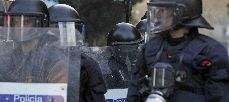 Foto: Una cámara de los Mossos d'Esquadra graba incidentes ocurridos en Barcelona . (EFE)