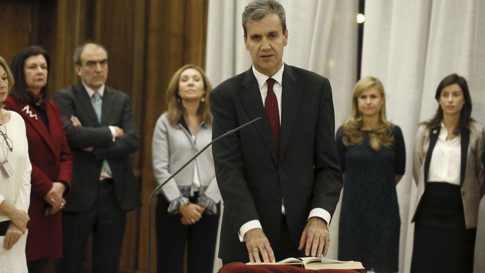 Foto: El presidente de Renfe, Juan Alfaro Grande, toma posesión de su cargo en diciembre de 2016. (EFE)