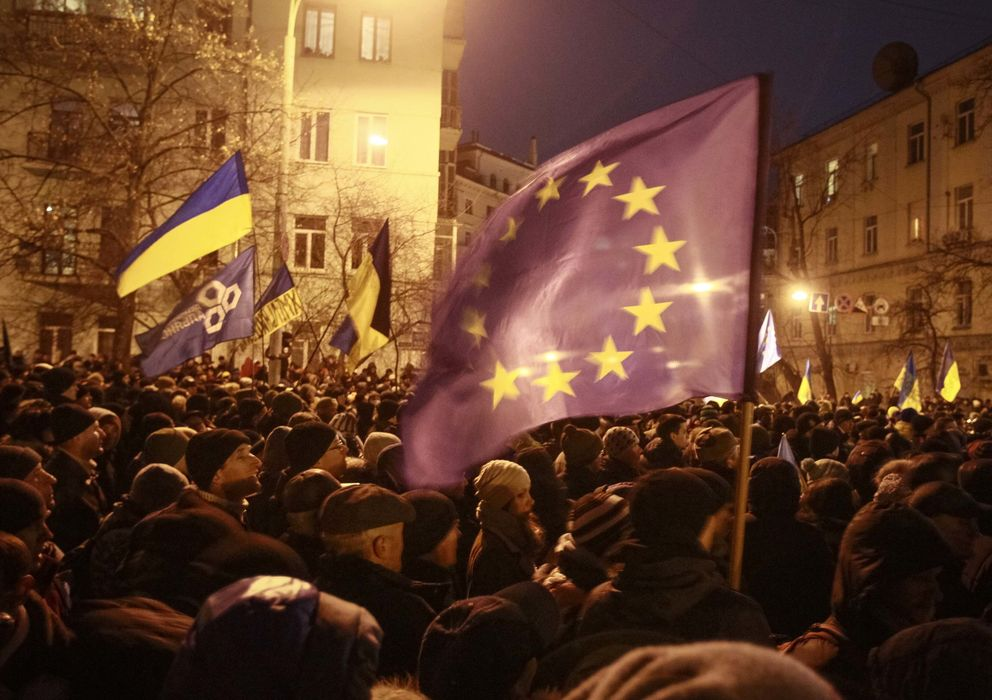Foto: Manifestantes proeuropeos durante una protesta cerca de la sede del Gobierno en Kiev (Reuters).