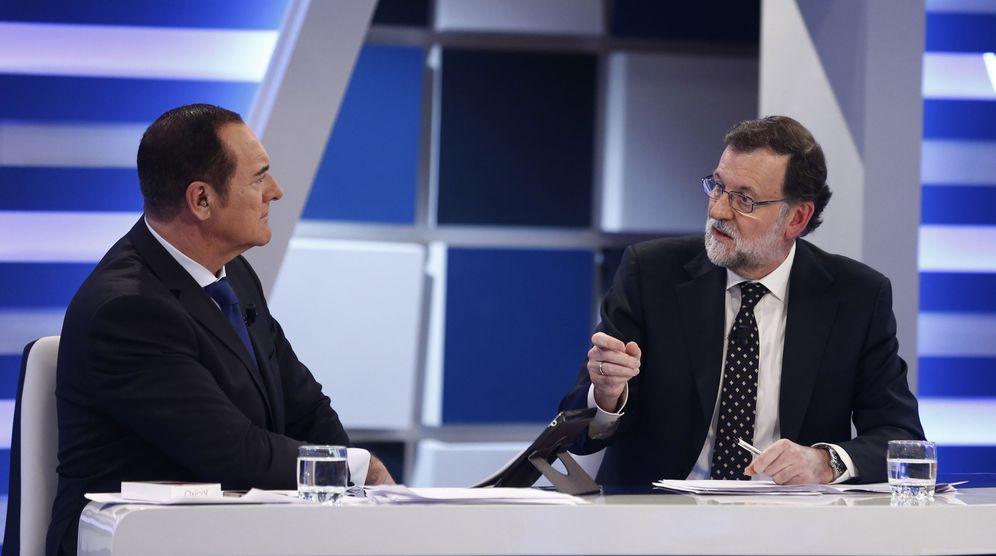 Foto: Antonio Jiménez entrevista a Mariano Rajoy en 13 TV. (EFE)