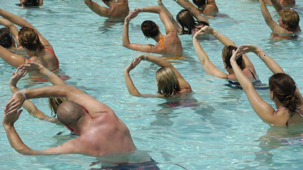 Los cinco ejercicios que puedes practicar en el agua para adelgazar