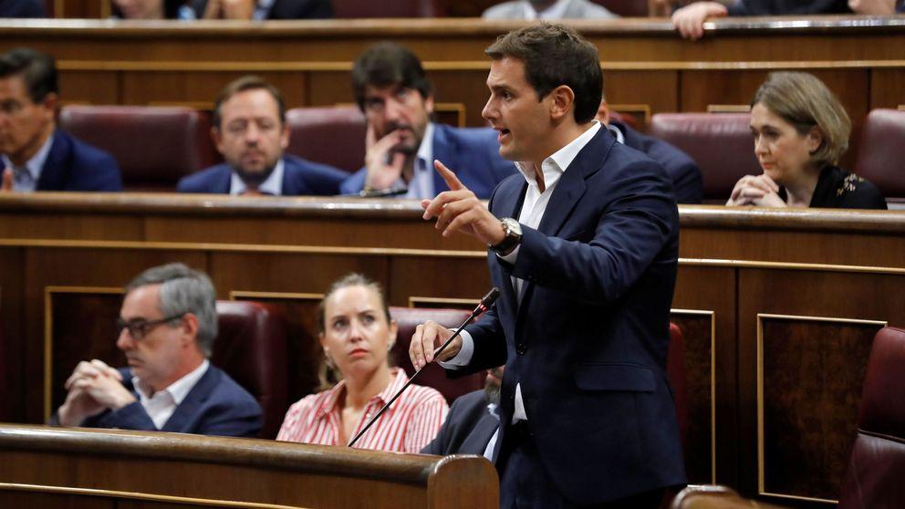 Rivera usa a Montón para sacar a Sánchez su tesis y el presidente le afea el lodazal
