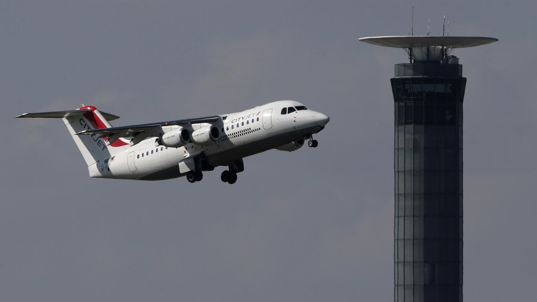 Un aparato de CityJet tras despegar del aeropuerto Charle de Gaulle de París. (Reuters)