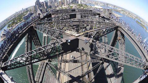 Monumental atasco en Sidney al encaramarse un hombre al puente de la bahía