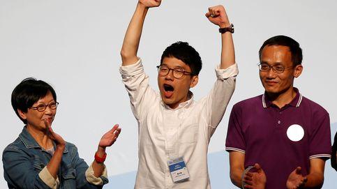 Activistas a favor de la independencia entran en el Parlamento de Hong Kong