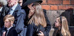 Post de Mary de Dinamarca y su familia, desolados en el funeral por los hijos del dueño de ASOS