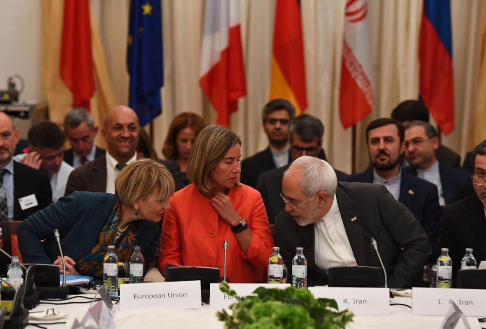 Foto: La alta representante de Política Exterior y Seguridad de la Unión Europea, Federica Mogherini (c), y el ministro de Asuntos Exteriores de Irán, Mohammad Javad Zarif (d), en Viena. (EFE)