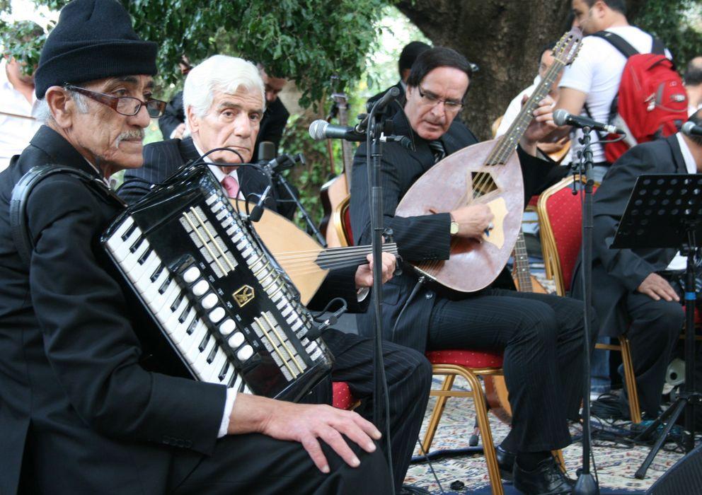 Foto: Mohamed Ferkioui, Rachid Berkani y Abdelkader Cherkam durante una actuación en Fes, Marruecos. (E.G.)