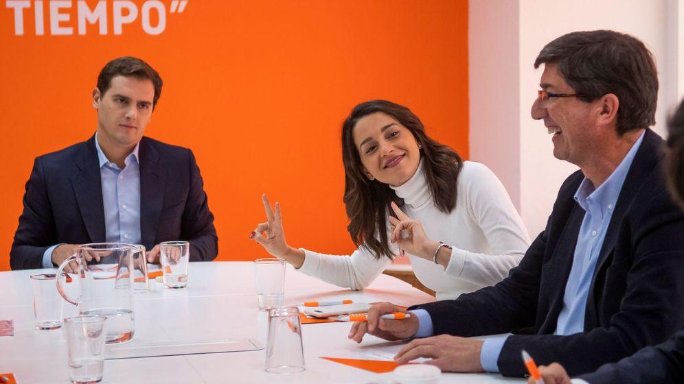 Foto: El presidente de Ciudadanos, Albert Rivera (i), junto a la líder catalana, Inés Arrimadas, y el líder andaluz del partido, Juan Marín. (EFE)